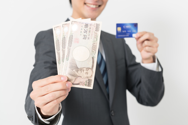 カードローンとクレジットカードの違いは?メリット・デメリットは?