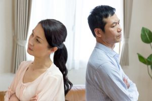 離婚したらクレジットカードはどうなる?名義変更や手続きは?専業主婦は?