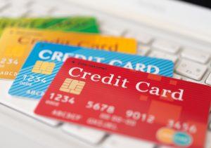 デビットカードよりもクレジットカードのほうが何倍もお得!