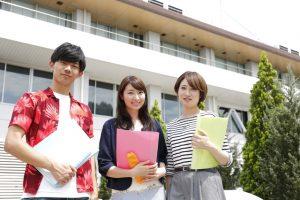 学生は20歳以上でアルバイトをしていることが条件